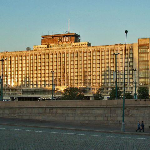 Гостиница Россия. За парадным фасадом